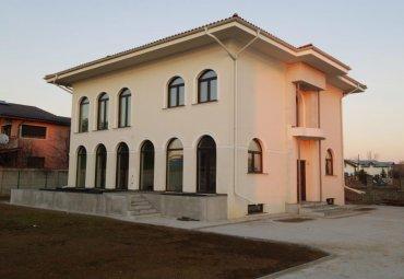 Vila eleganta in ansamblu cu circuit închis
